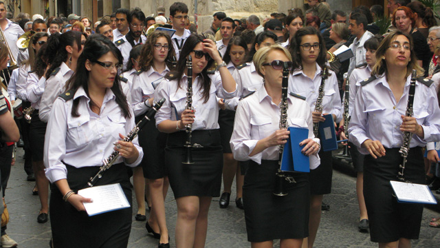 cefalu, sicily, frottola, marching band